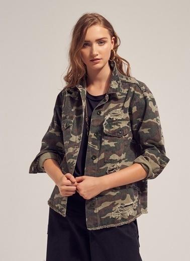 Monamoda Kamuflaj Yırtık Detaylı Jean Ceket Haki